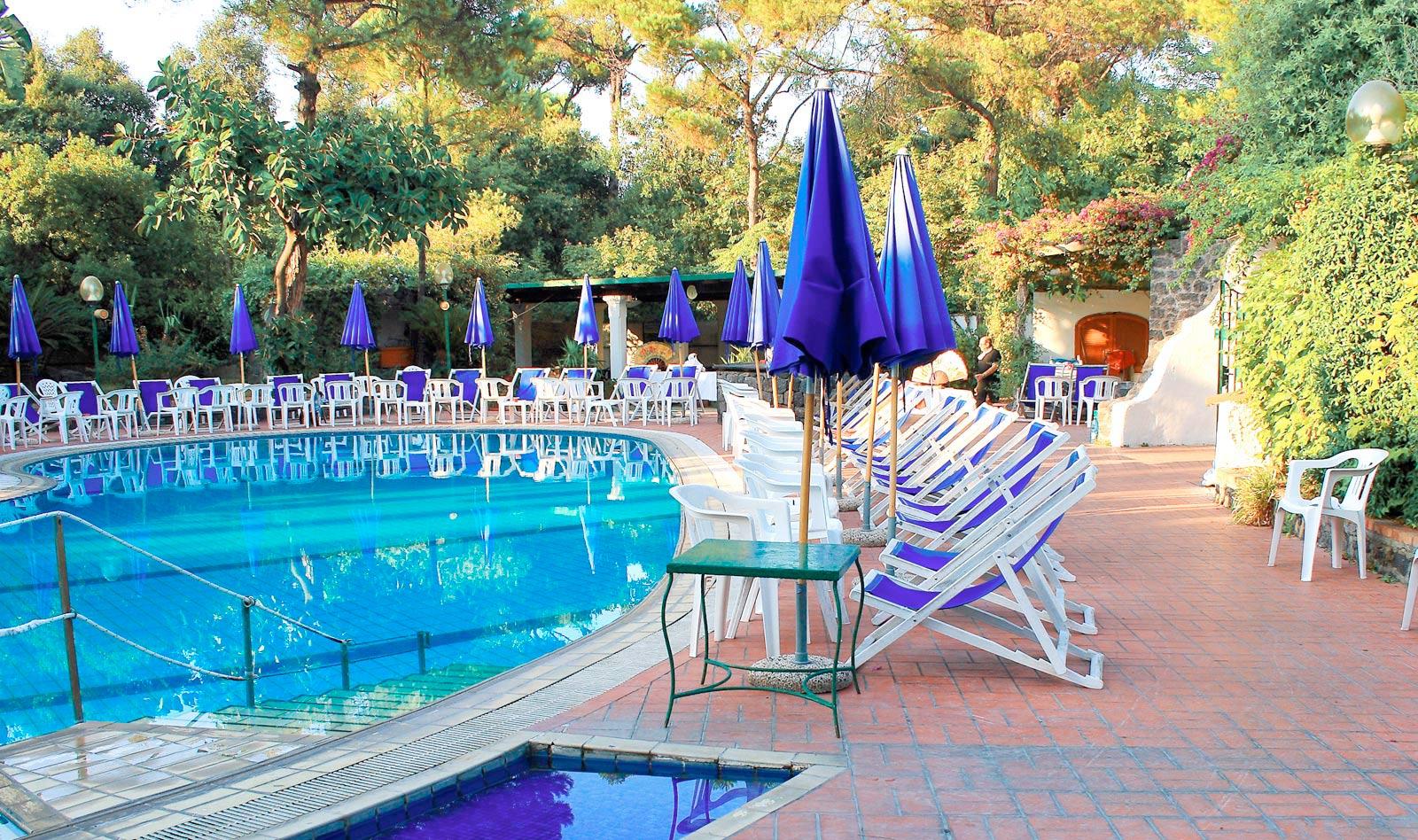 hotel-pineta-ischia-piscina